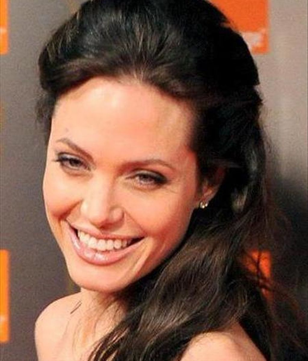 Jolie fue la absoluta ganadora con un 58 por ciento de los votos, seguida a una larga distancia por Bündchen, que consiguió el 9 por ciento, y Halle Berry, en tercer lugar, con el 4 por ciento. EFE/Archivo