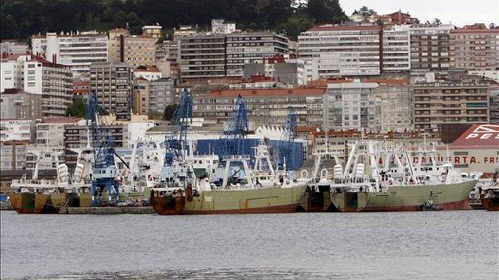 Barcos pesqueros amarrados en el muelle del puerto de Vigo. EFE/Archivo