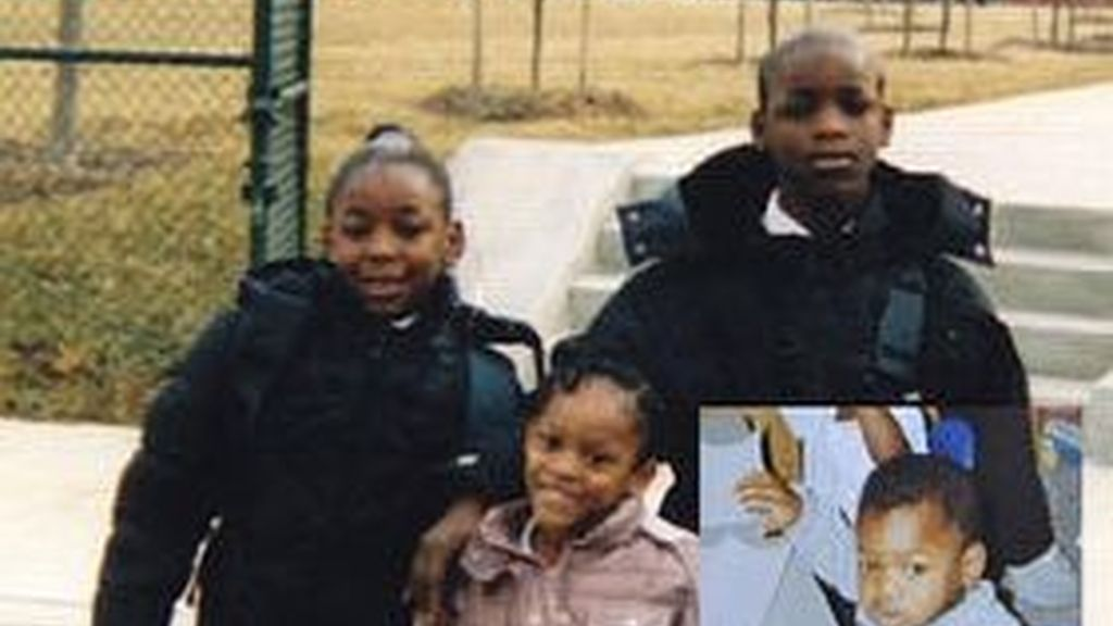 Imagen del menor junto a parte de su familia. Foto: nypost.com