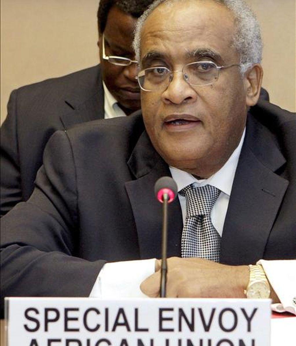 El enviado especial de la Unión Africana por Darfur, Salim Ahmed Salim, ofrece un discurso durante las negociaciones sobre Darfur en la sede de Naciones Unidas en Ginebra (Suiza), el 18 de marzo de 2008. EFE