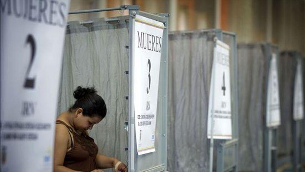 Unos 10,5 millones de ecuatorianos fueron convocados a las urnas para designar a cinco parlamentarios andinos e igual número de suplentes y a 3.985 miembros de las juntas de parroquias rurales de Ecuador. EFE