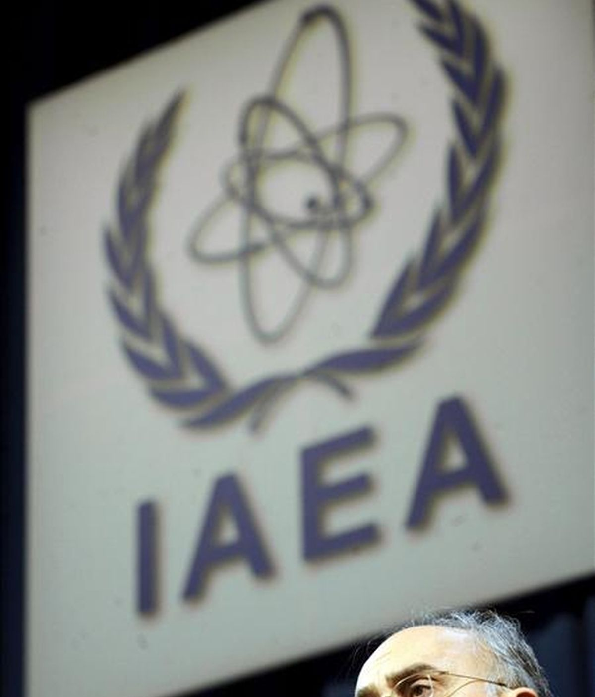 El jefe del programa nuclear de Irán, Ali-Akbar Salehi, pronuncia un discurso ante la 54 Conferencia General del Organismo Internacional de la Energía Atómica (OIEA) en Viena, Austria, el lunes 20 de septiembre de 2010. El controvertido programa nuclear de Irán y el posible voto de una resolución, impulsada por los países árabes, sobre el supuesto programa atómico militar de Israel, centrarán la conferencia durante la semana. EFE