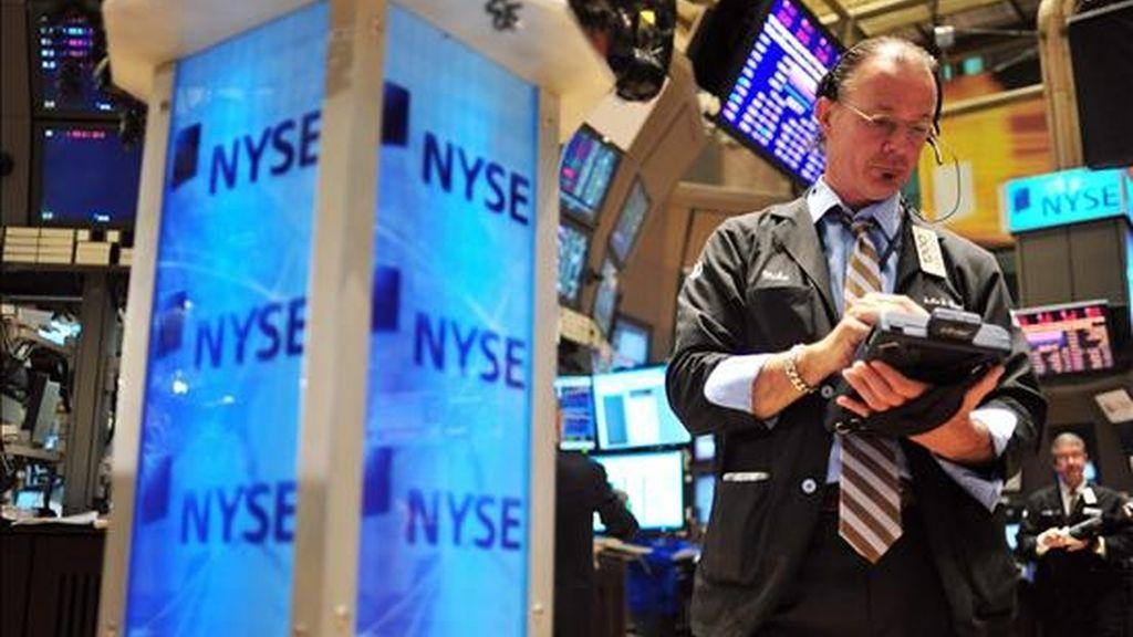 El Dow Jones de Industriales, que incluye a treinta de las mayores empresas de Estados Unidos, añadió 274,66 puntos al nivel de cierre del martes y finalizó en 10.018,28 puntos. EFE/Archivo