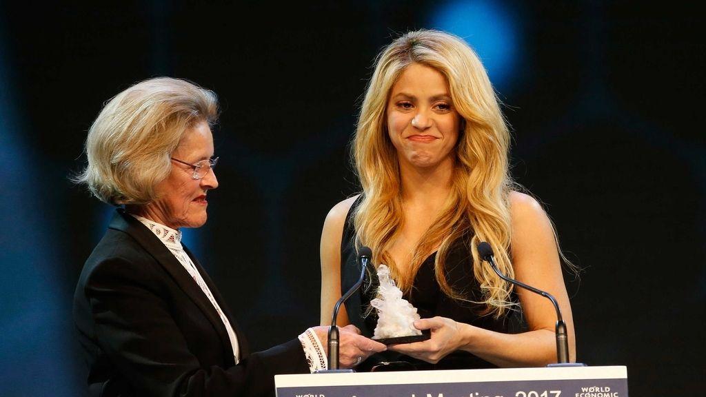 Shakira recibe el Premio Cristal en el Foro Económico Mundial de Davos