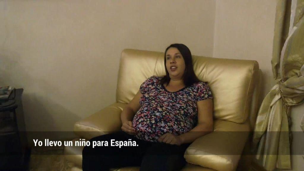 'En el punto de mira' entra en una residencia donde viven 10 madres subrogadas