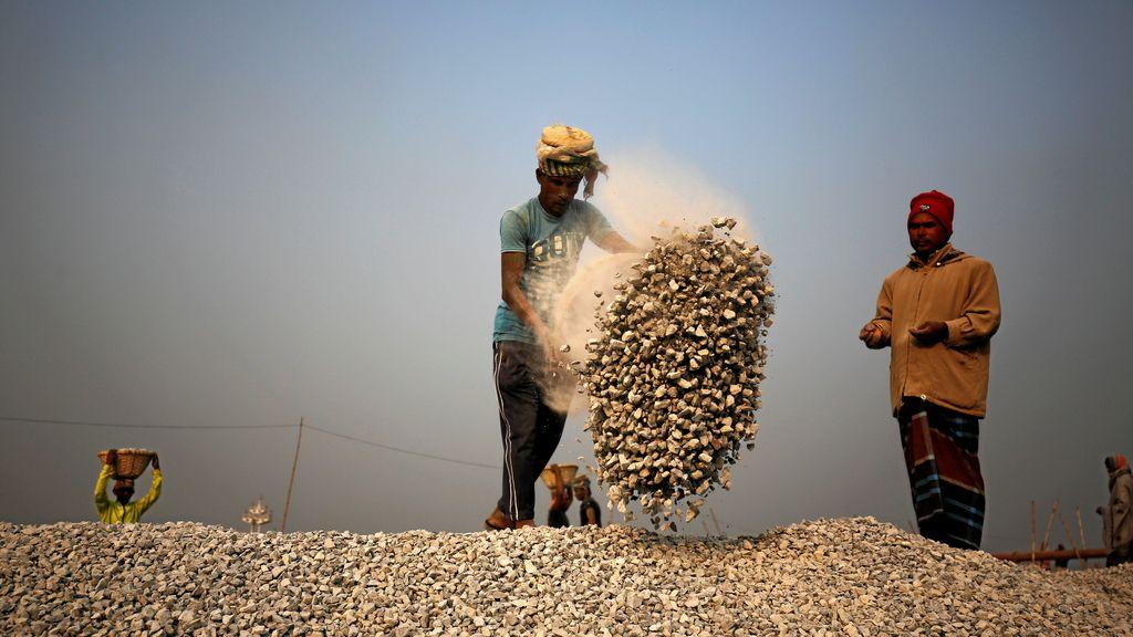 Descargando piedras en Bangladesh