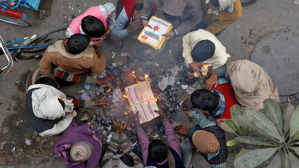 Quemar basura o cómo se calientan los pobres en India