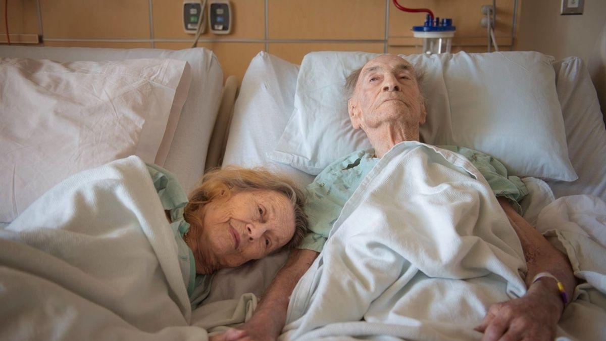 'Ingresa' voluntariamente para despedir a su marido tras 73 años de matrimonio
