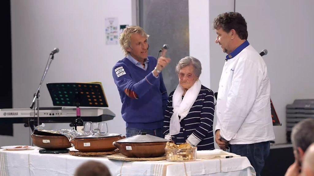 Calleja y la abuela de Fornells eligen la mejor caldereta de langosta del Mundo