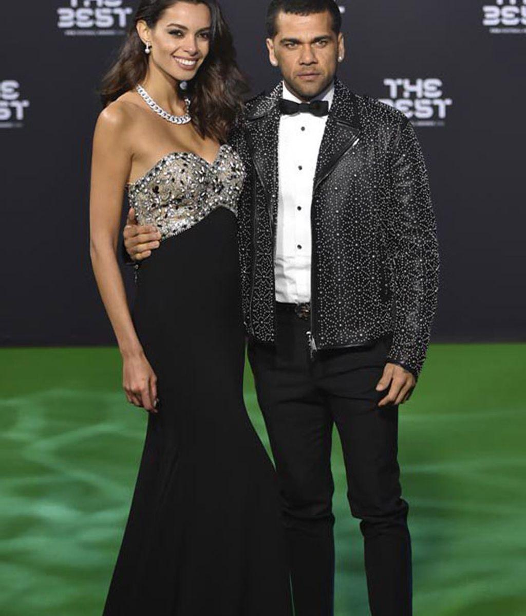 Dani Alves y Joana Sanz conjuntados en negro y plata