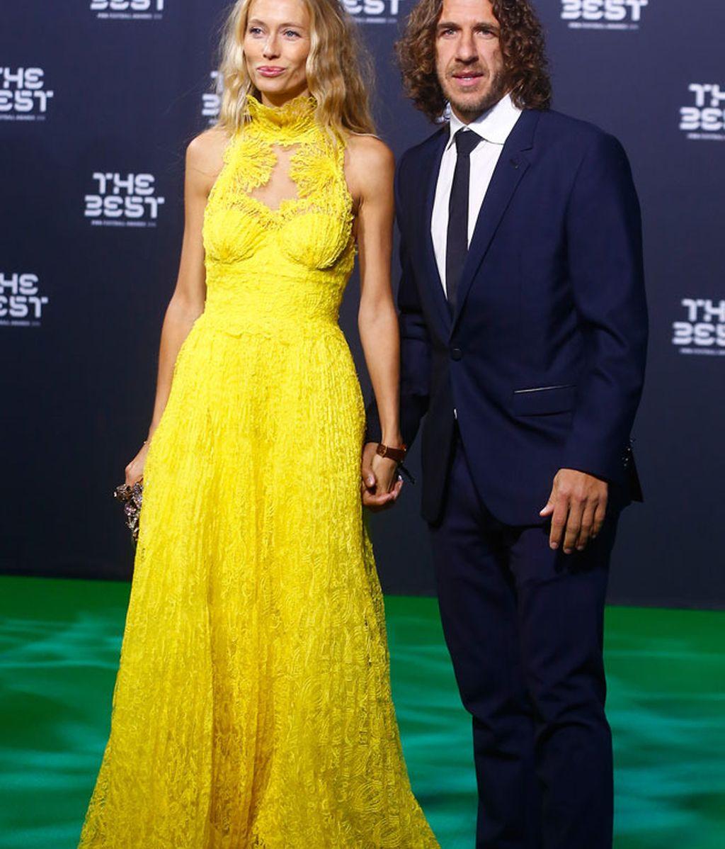 Carles Puyol y su mujer Vanesa Lorenzo, bronceada tras su viaje a las Maldivas