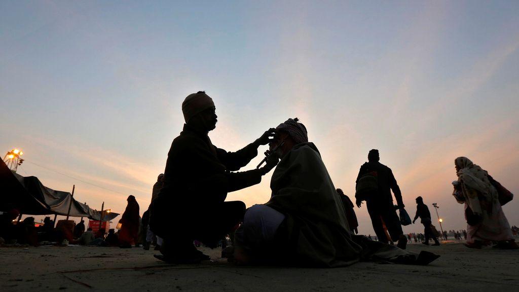 Los peregrinos hindús celebran el Makar Sankranti