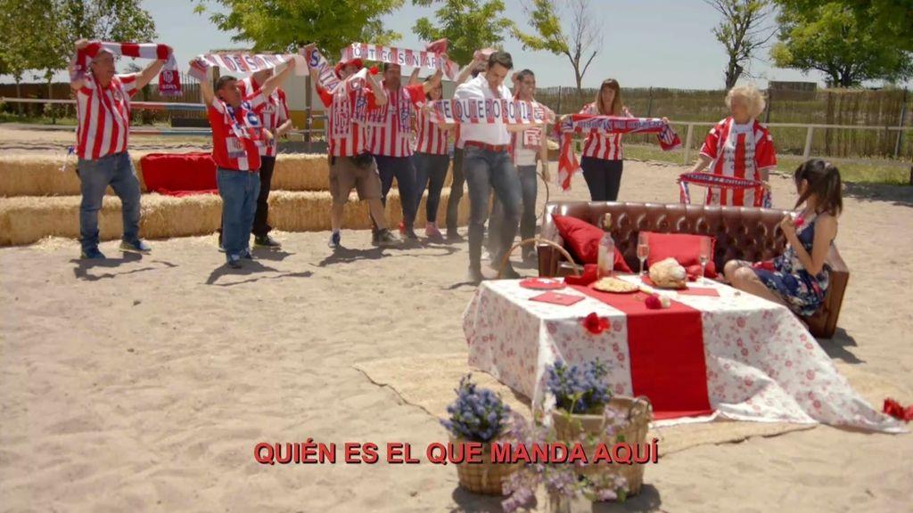 Baldu sorprende a Sonia adaptando una canción del Atlético de Madrid para ella