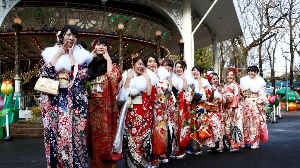 El kimono sigue de moda entre las mujeres japonesas