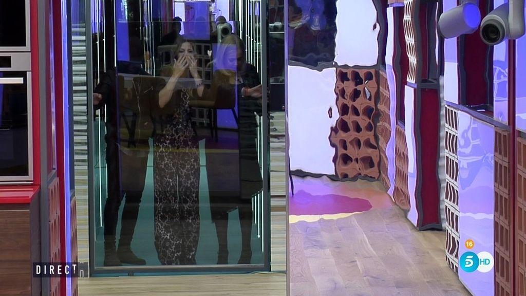 """Ivonne Reyes deja huella... ¡al estamparse contra un cristal en su entrada en 'GH VIP!"""""""