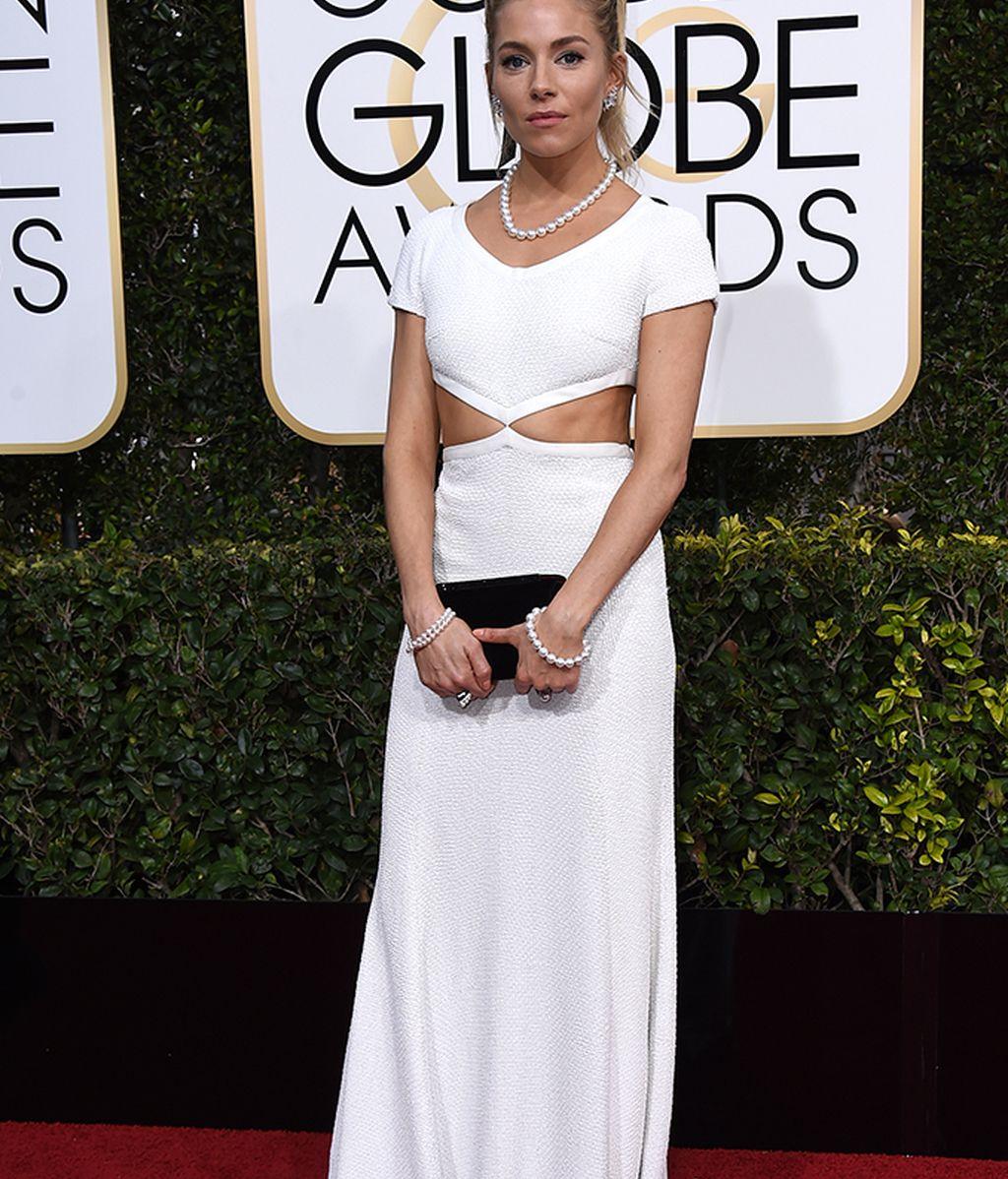 Sienna Miller con vestido de Michael Kors