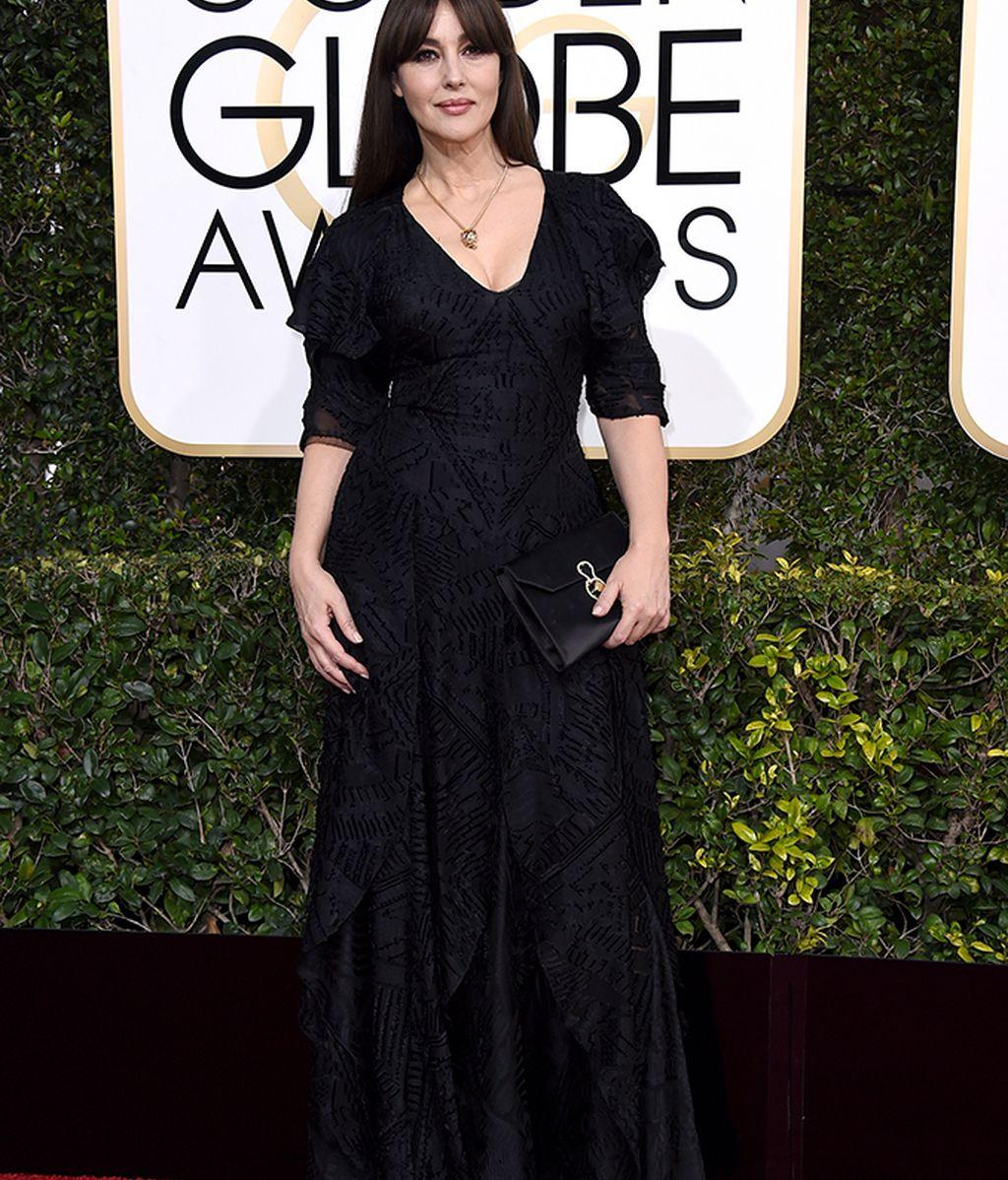 Monica Bellucci en la alfombra roja de los Globos de Oro