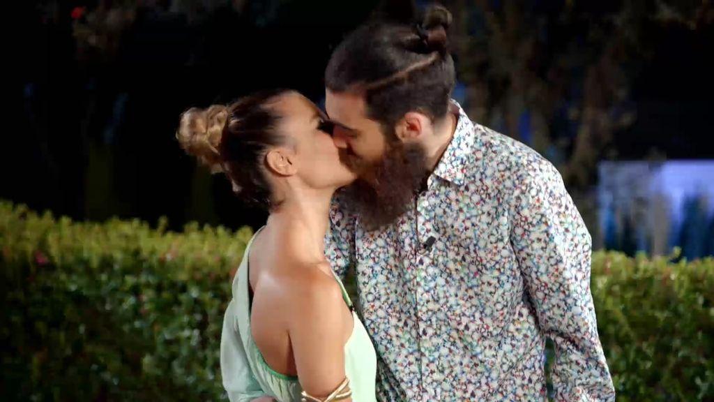 El amor puede más que la barba: Aitor arriesga y se queda con Sandra