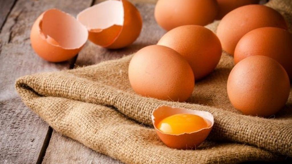 Los huevos, uno de los alimentos que recomiendan tomar en el desayuno