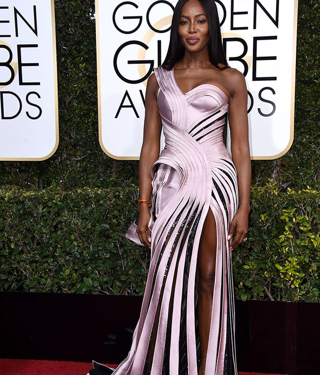Naomi Campbell vestida de Atelier Versace