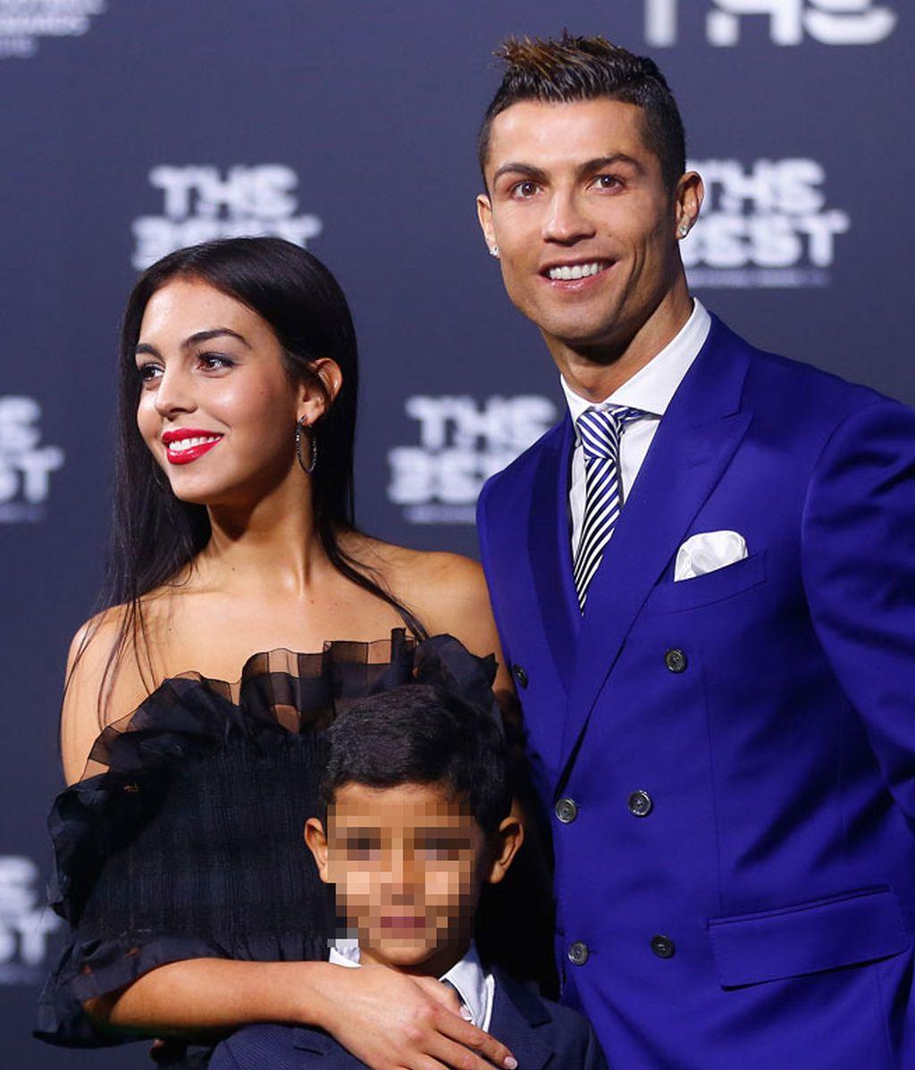 Cristiano Ronaldo con su novia, Georgina Rodriguez, y su hijo