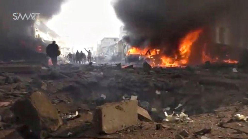 48 muertos en un atentado con camión bomba en Azaz