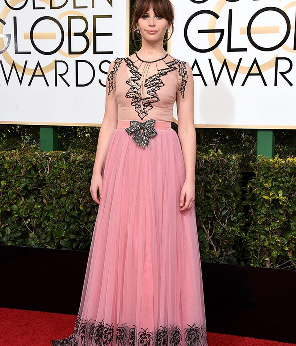 Felicity Jones con vestido de Gucci