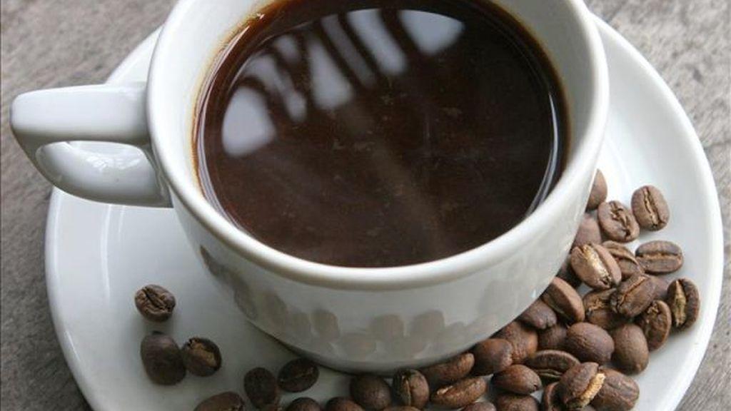 Una fotografía de archivo de una taza de café