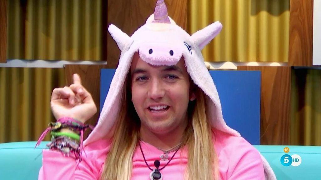 """Los mundos pink de Aless Gibaja: """"Desde pequeñito soy superfán de Britney Spears"""""""