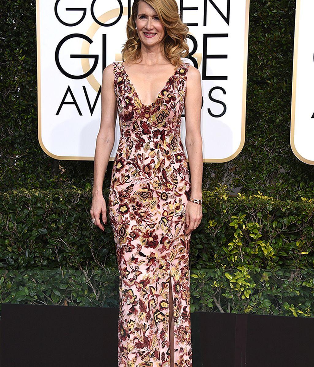 Laura Dern en la alfombra roja de los Globos de Oro
