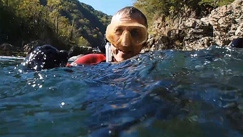Kike Calleja se emociona buceando entre salmones en el río Sella 🐟🐟🐟