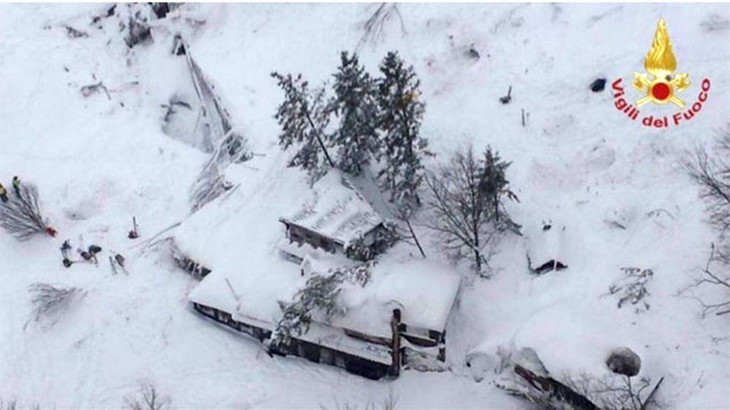 El hotel Rigopiano, sepultado por la nieve