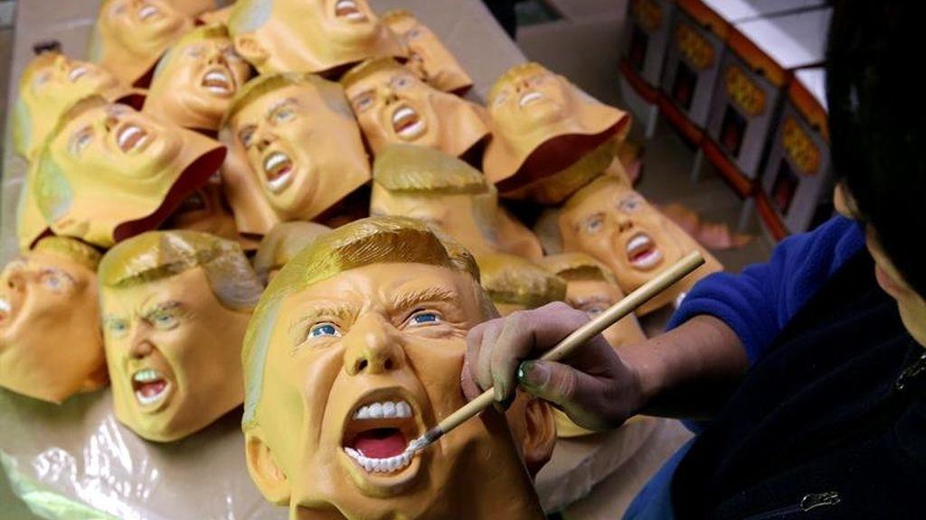 Las máscaras de Donald Trump, listas para el día de la investidura
