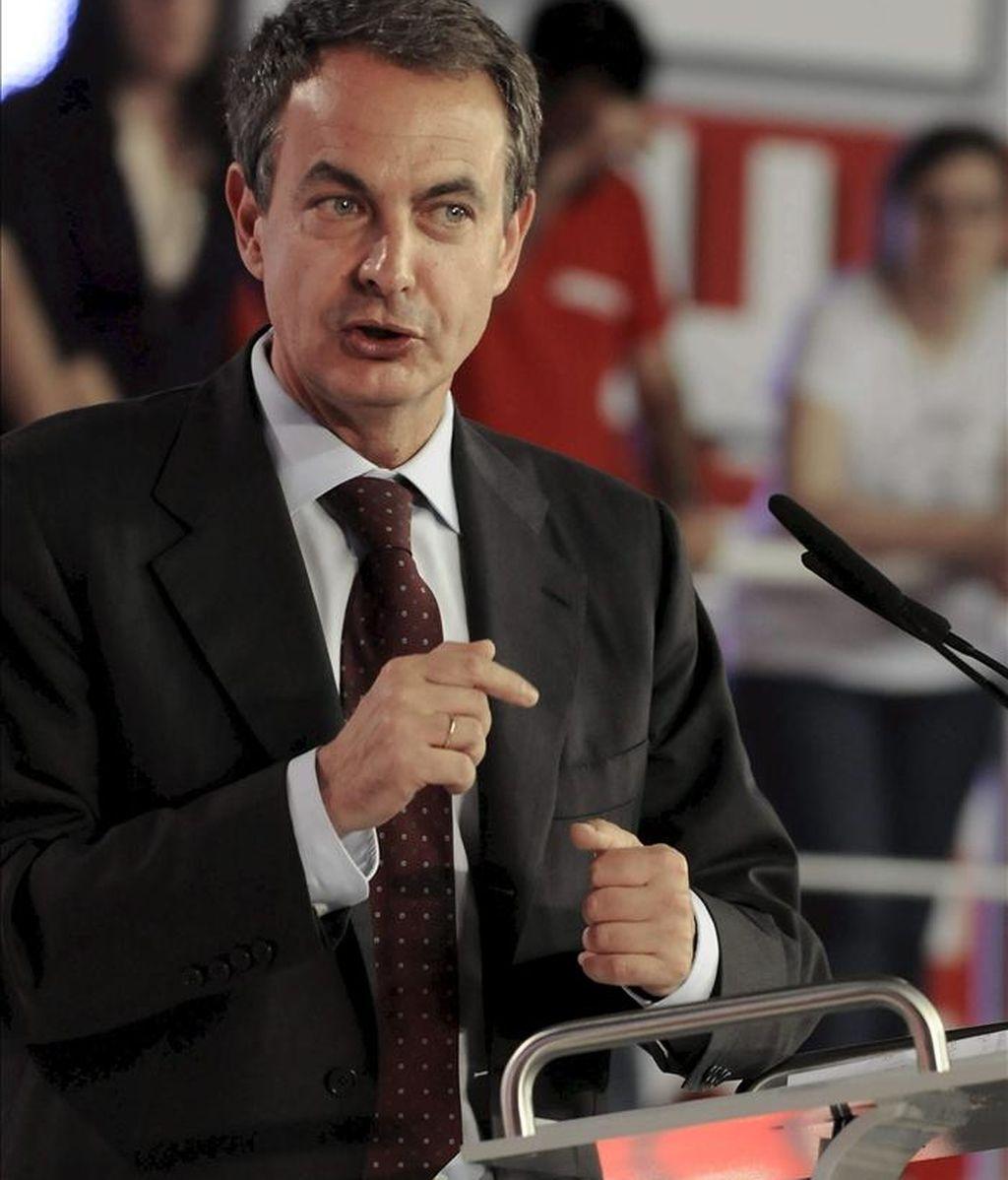 El presidente del Gobierno y secretario general del PSOE, José Luis Rodríguez Zapatero, durante su participación en el primer mitin de campaña para las elecciones municipales y autonómicas que se ha celebrado en León. EFE