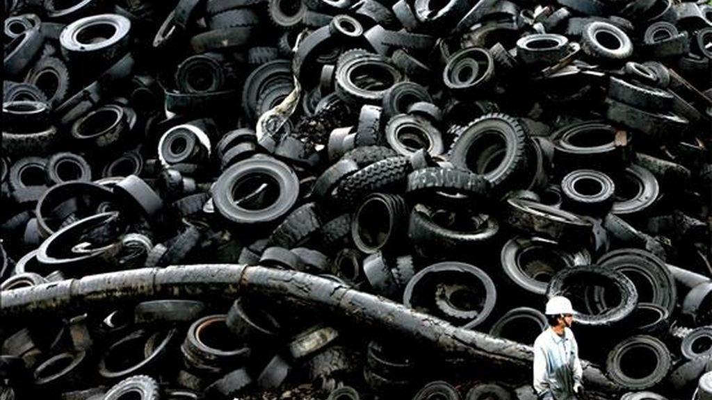 Uno de cada cien accidentes de tráfico mortales en España se debe a un mal mantenimiento de los neumáticos, según ha explicado hoy Luis Montoro, presidente de la Fundación Española para la Seguridad Vial (FESVIAL), en la presentación de un estudio sobre la relación entre neumáticos y seguridad. EFE/Archivo