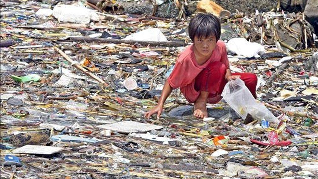 """La crisis financiera mundial y la subida de los precios del petróleo y los alimentos han hecho crecer en los últimos dos años de 300 a 400 millones el número de personas que sufren """"hambre crónica"""" en el sur de Asia, según denunció hoy Unicef. EFE/Archivo"""