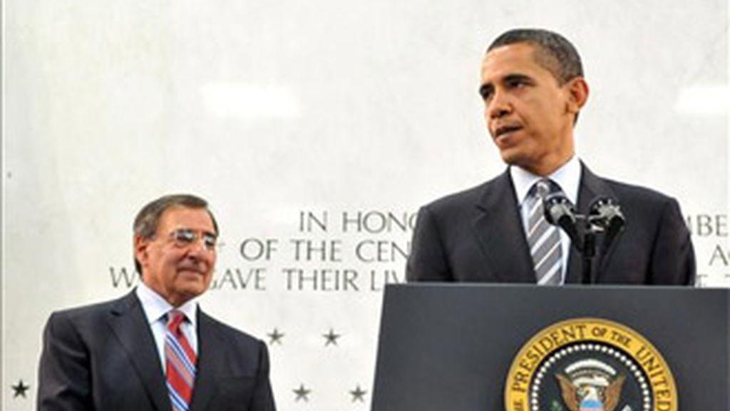 El presidente de Estados Unidos, Barack Obama, y el director del organismo, León Panetta, en el cuartel general de la CIA, el Centro para Inteligencia George Bush en McLean, Virginia (EE.UU.). Foto: EFE.