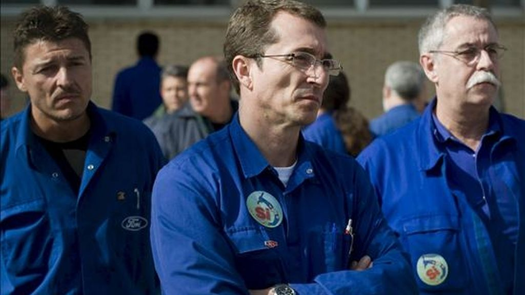 En la imagen, trarabajadores de Ford, durante una concentración en la factoría de Almussafes. EFE/Archivo