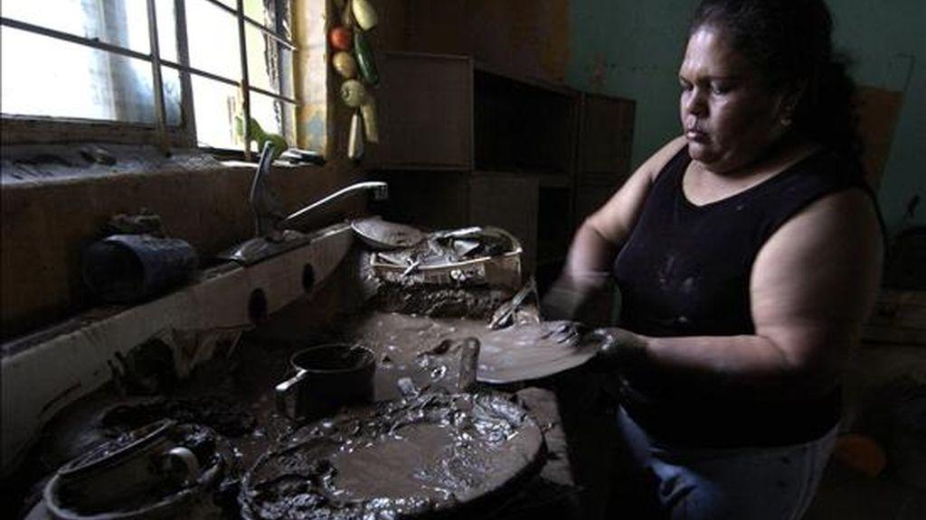 """Las labores domésticas """"constituyen una carga desproporcionada para las mujeres"""", dice el documento central de la undécima Conferencia Regional sobre la Mujer de América Latina y el Caribe. EFE/Archivo"""