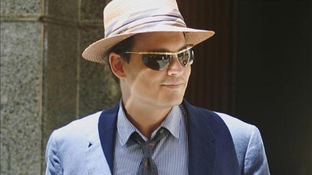 """El actor estadounidense Johnny Depp a su salida el  1 de abril pasado, del rodaje de la película """"The Rum Diary"""", en las calles del Viejo San Juan, en Puerto Rico. La película, dirigida por el ganador del Oscar al mejor guión por """"The Killing Fields"""", Bruce Robinson, clausurará el Festival de Cine de Moscú. EFE/Archivo"""