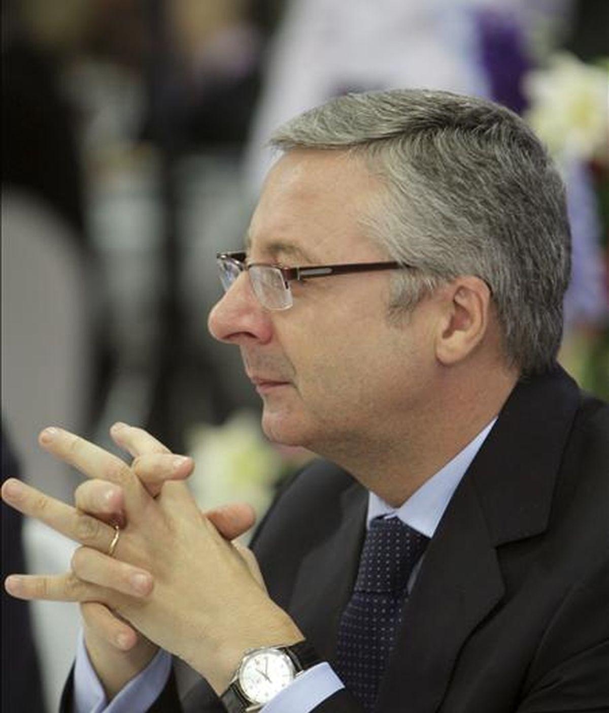 El ministro de Fomento, José Blanco, antes de la conferencia que pronunció hoy en un acto organizado por Nueva Economía Fórum con la colaboración del Wall Street Journal. EFE