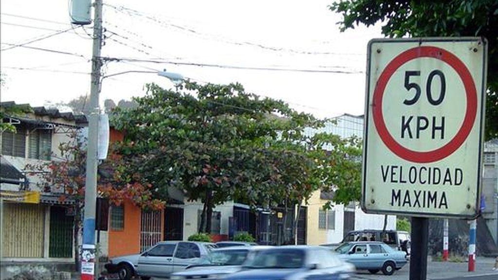 La velocidad, la falta de seguridad en las infraestructuras ruteras o el consumo en exceso de alcohol son algunas de los factores de riesgo que contribuyen a los accidentes. EFE