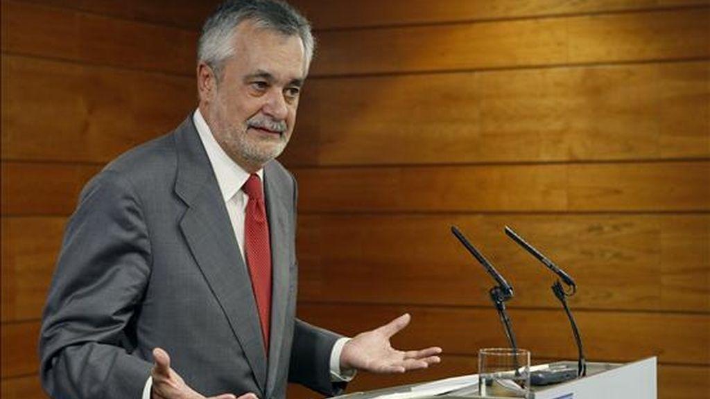 El presidente de la Junta de Andalucía, José Antonio Griñán, durante la rueda de prensa que ofreció hoy tras finalizar la reunión que mantuvo en el Palacio de la Moncloa, con el presidente del Gobierno, José Luis Rodríguez Zapatero. EFE