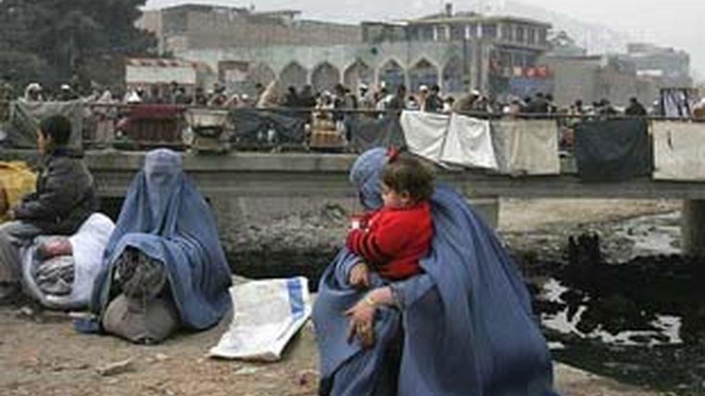 Imagen de archivo de varias mujeres afganas en Kabul. Foto: AP.