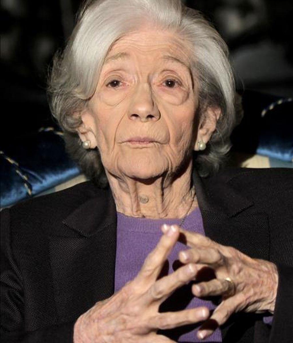 La escritora catalana Ana María Matute, de 85 años, durante la rueda de prensa celebrada ayer tarde en Barcelona tras haber sido galardonada con el Premio Cervantes 2010. EFE