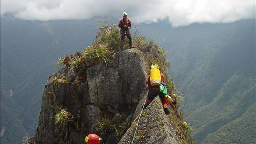 El Ministerio de Asuntos Exteriores ha confirmado esta tarde el fallecimiento de los dos montañeros españoles que estaban desaparecidos en Perú después de haber sufrido un accidente cuando ascendían el nevado de Chacraraju, en la Cordillera Blanca de los Andes, al norte de Lima. EFE/Archivo