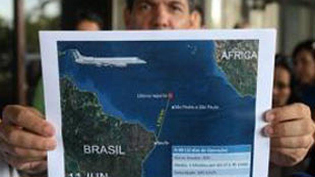 En la imagen, última actualización del área de búsqueda de los cuerpos y restos tras el accidente del avión Airbus A330-200 de Air France. Foto: EFE.