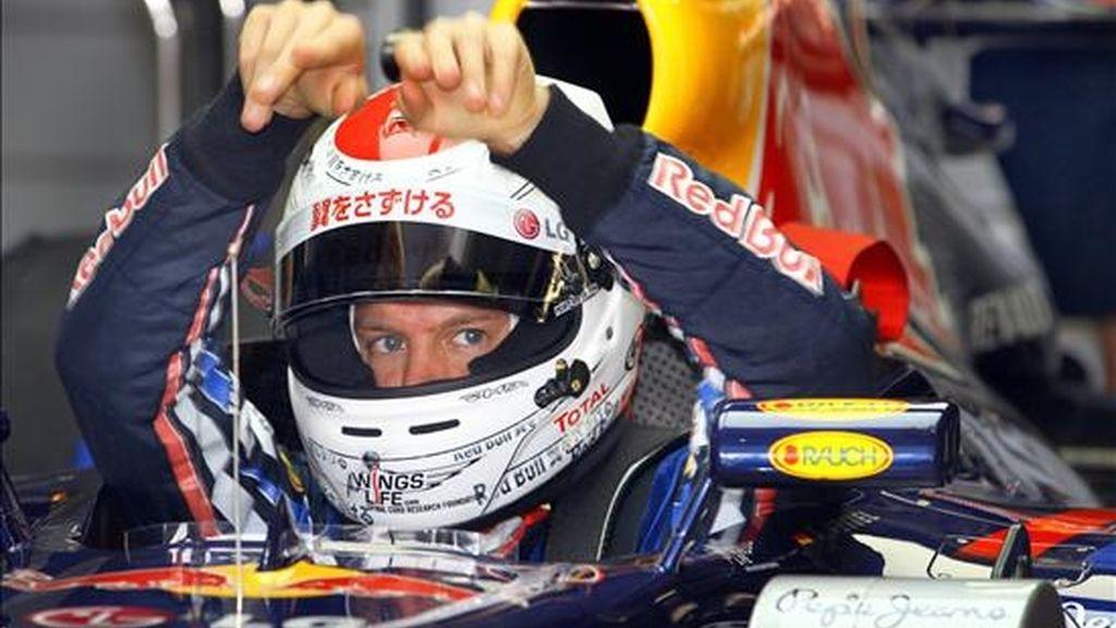 El corredor alemán Sebastian Vettel, del equipo Red Bull Racing de Fórmula 1, se prepara, para las sesiones de prácticas en el circuito de Suzuka (Japón). EFE
