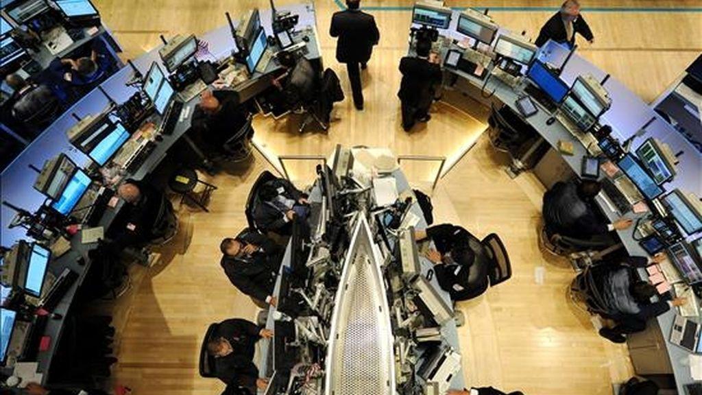 El índice compuesto que mide la evolución de todos los valores que cotizan en el mercado electrónico Nasdaq, ya que aunque hoy bajó un 0,34 por ciento, en esta semana acumula una subida del 0,65 por ciento. EFE/Archivo