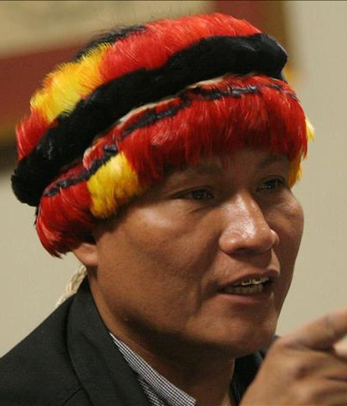 En la imagen, el líder indígena Alberto Pizango, quien pidió asilo en las embajadas de Estados Unidos, Francia y Bolivia antes de llamar a las puertas de la legación nicaragüense. EFE/Archivo